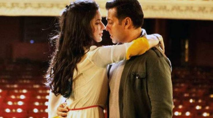 Tiger Zinda Hai Katrina Kaif is capturing the sunset but Salman Khan is mesmerised by her beauty. See photo - The Indian Express #757Live