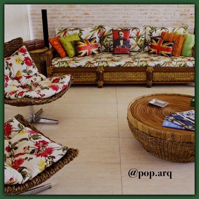 O PopArq já voltou às atividades, mas para quem ainda está no clima de férias, essa é pra vocês!😎✌️☀️🌴 #casadepraia #beachhouse #design #decor #floral #madeira #fibra