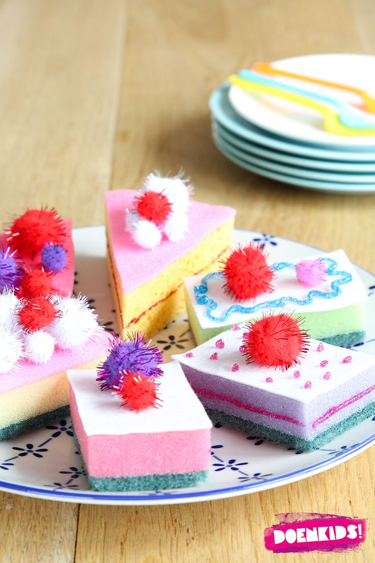 Deze taartjes bederven nooit! De leukste DIY-projecten vind ik degene die simpel en toch erg leuk om te maken zijn. Waar je een beetje verrukt van bent als je er mee klaar bent, waar je gewoonweg e…