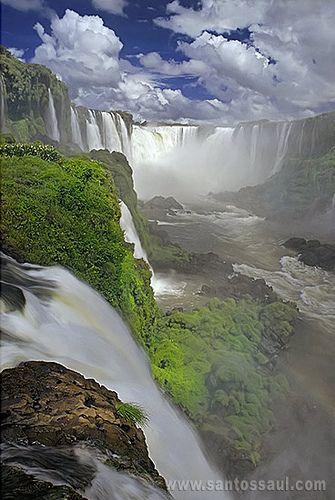 Iguaçu Falls, Brasil - http://br.freepik.com/fotos-gratis/cataratas-de-iguacu-cachoeira-brasil_687094.htm