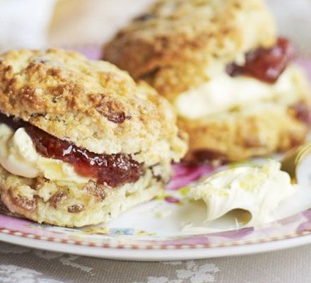 Cherry scones ☕ Sweeten up your scones with this easy recipe - ideal for a posh afternoon tea