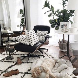 Dying over @alainakaz home tour 😍, and thrilled to see our @archivenewyork Santiago Atitlan pillows featured throughout! DM us to get on the list for these beauties when they're back in stock ;)