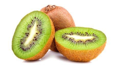 Rico em vitamina C, o kiwi pode ser consumido in natura, no preparo de saladas, sucos, sorvetes e chá. Aprenda a preparar um nutritivo chá de kiwi.