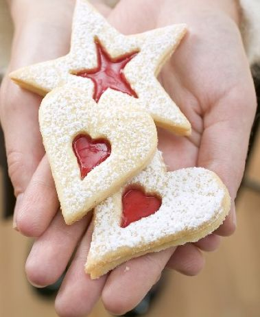 zandkoekjes met rode vulling, perfect voor de feestdagen!