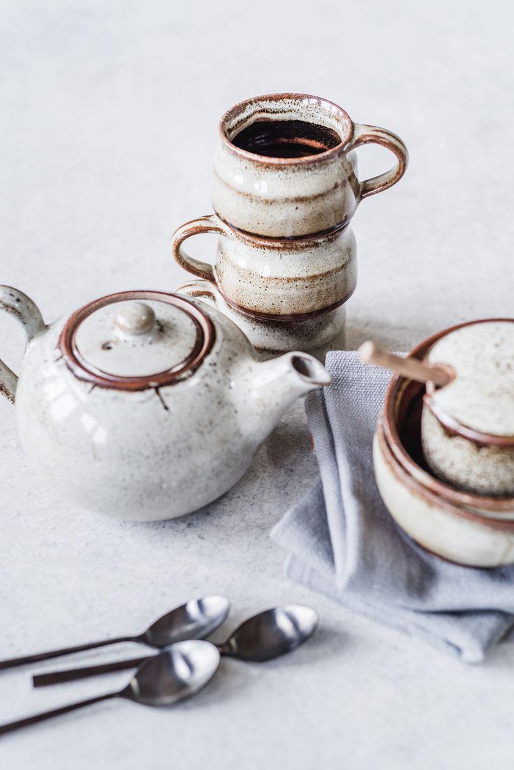 """Geschirr der Bloomingville Serie """"Jolie"""" // rustikaler Landhaus-Look dank braun-beiger Effektglasur der Keramik // im ATALA Online Shop kaufen"""