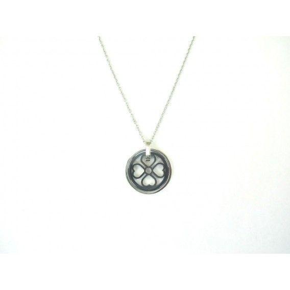 http://bisuteriademoda.es/collares-de-moda-y-colgantes-para-mujer/2845-collar-plateado-de-acero-con-colgante-de-trebol-de-corazones.html