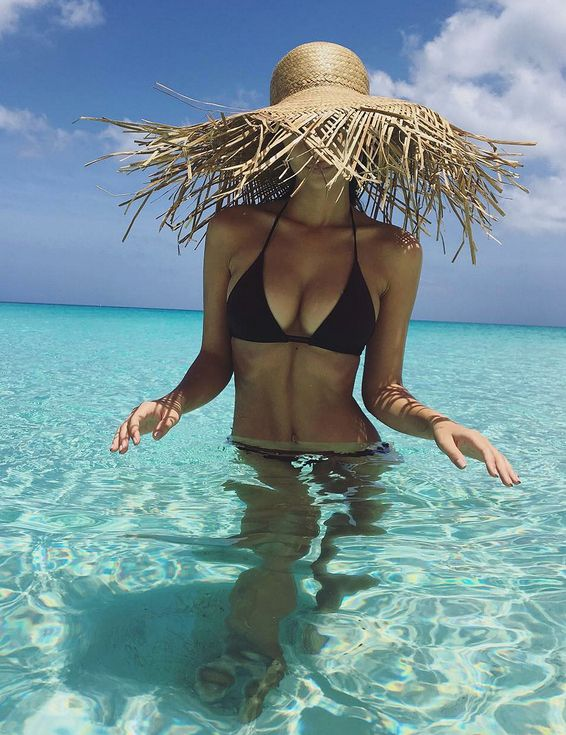 Beyoncé, Sofia Vergara and More Sizzling Celeb Swimwear Pics! | People - Emily Ratajkowski in a black bikini and straw hat