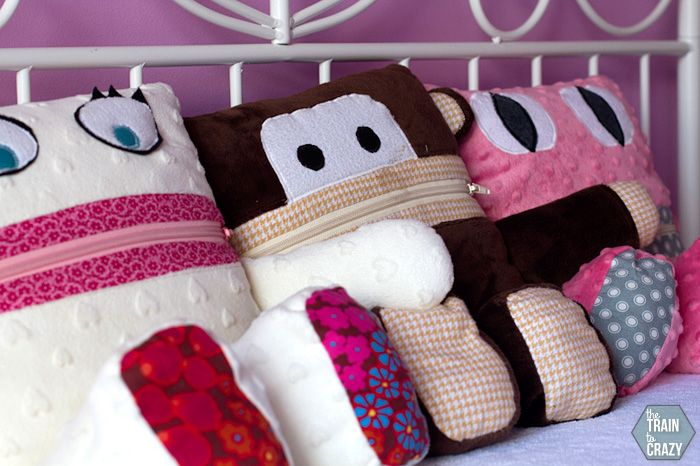 Pajama Eaters are such a cute way to store pajamas. Great DIY gift to make kids. #DIYgift #gift #sewing