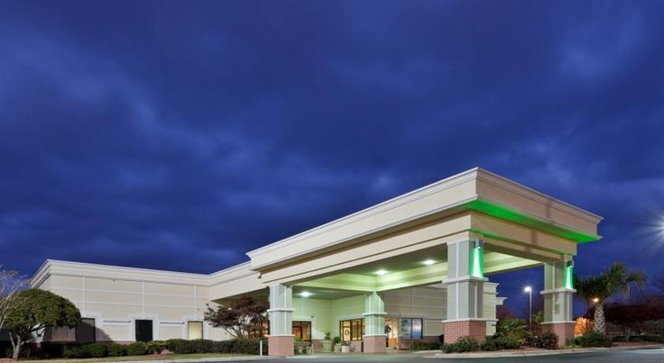 Holiday Inn Lumberton Lumberton Located near Interstate 95, this hotel is adjacent to Lumber River Shopping Center.  It features an on-site restaurant as well as a 32-inch TV and free Wi-Fi in every room.  Each spacious accommodation includes a microwave and a mini-fridge.