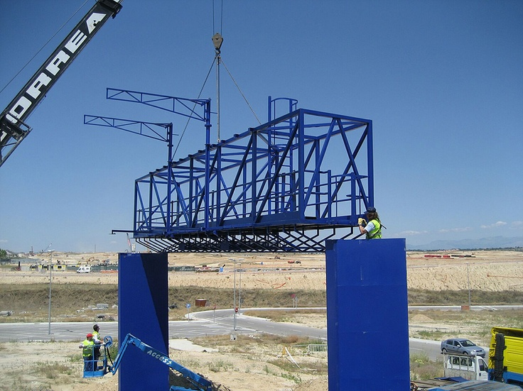 Moldes para Prefabricados de Hormigon (Pórtico metálico. Prototipo para control de carreteras (España))