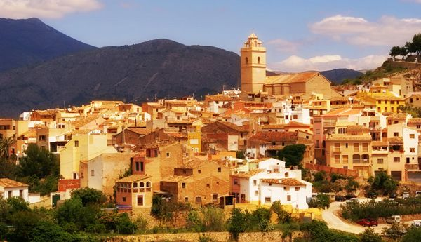 La Nucía is a pretty, well-kept village at the foot of the León Dormido and close to Guadalest, 8 km away from Benidorm.