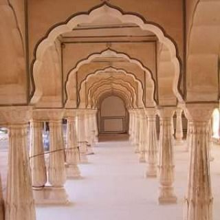Curved archways within the Amber Fort in Jaipur, India.  What an amazing trip that was!  #india #amberfort #amberfortjaipur #jaipur #symmetricalcolumns #symmetry #hellenengelbrecht #he #Followme #commentforcomment #loveindia #fineartphotography