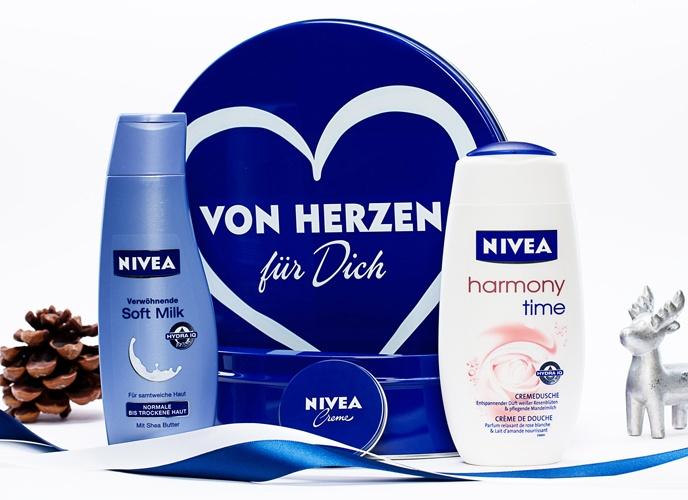 """NIVEA Geschenk-Set """"Von Herzen"""" mit Verwöhnender Soft Milk, Harmony Time Cremedusche und NIVEA Creme: shop.nivea.de/... #Geschenk #NIVEA #Weihnachten #Dose"""