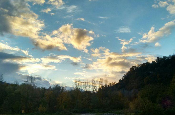 ¡Buenos días! Que bonito disfrutar este cielo desde el sofá de casa jaja 😍😂  #FelizDomingo Un abrazo!