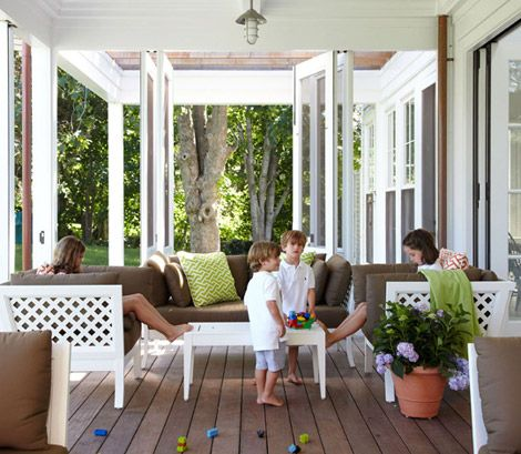 Beautiful covered porch love the folding doors that allow for Sofas para porches