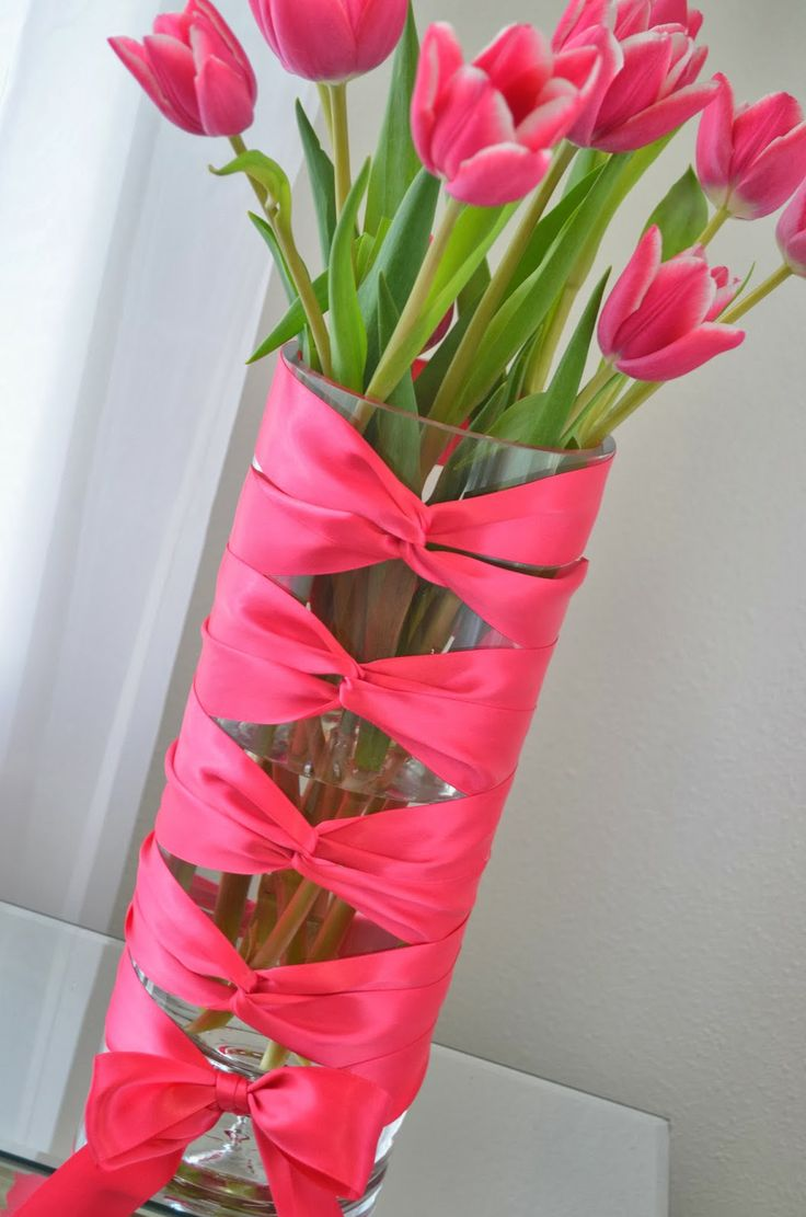 DIY Flower Vase Idea: Corset Vase With Tulips