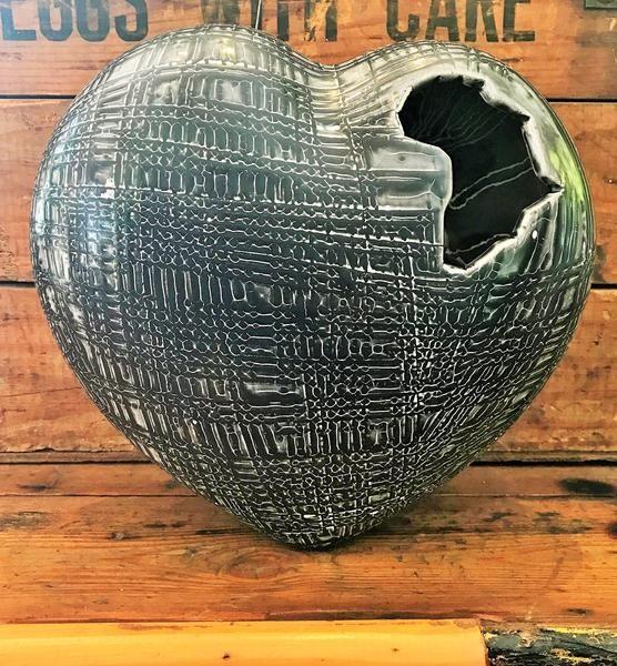 CERAMIC AFRICAN HEART- rialheim scratched textured ceramics