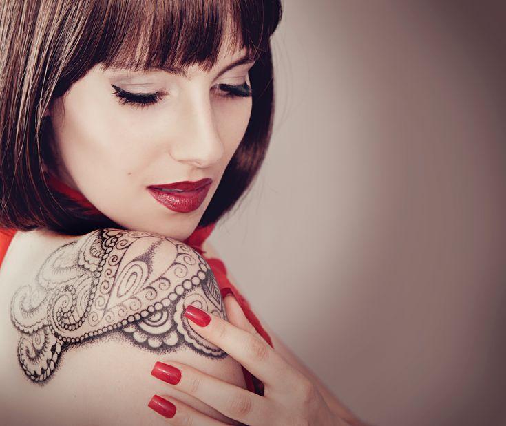 Näin miehet ajattelevat naisten tatuoinneista ja lävistyksistä