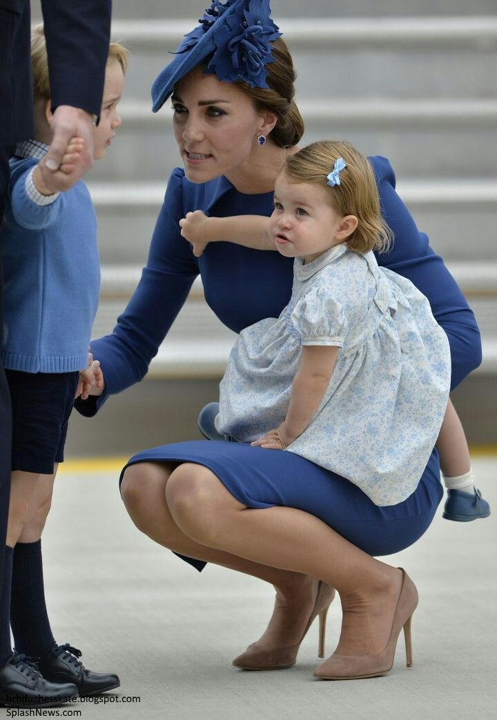 The British royal family of the Cambridges the duke and Duchess of Cambridge arrive at victoria airport canada with their children prince George of Cambridge and princess Charlotte Elizabeth diana od Cambridge ahead of their 2nd visit to canada and 1st as family of four. 24 September 2016