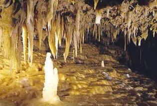 La Grotte du Grand Roc - Les-Eyzies-de-Tayac - Dordogne - Perigord Noir. Habitée il y a 14000 ans.