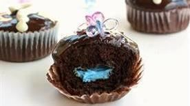 Gender reveal parties are all the rage. Now you can do it cupcake style. Take a bite to see if the filling is blue or pink representing a boy or a girl. 12 cupcakes
