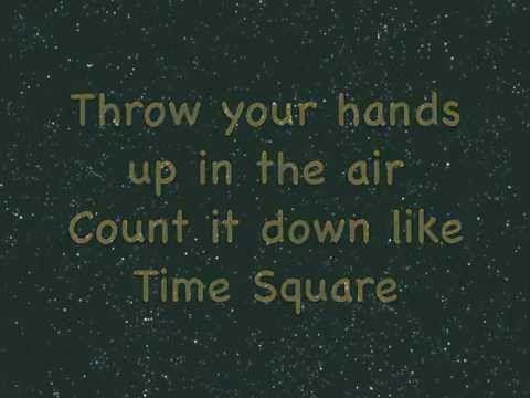 ▶ Happy New Year Song (na, na, na, na, na,) >>> form groups / choreograph a short sequence for chorus.