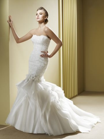 Robes de mariées 1-La nouvelle collection 2013 EL 1157 transformable en robe courte