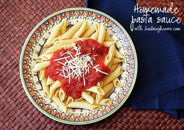 A Sweet and Savory Homemade Pasta Sauce Recipe with LiveLaughRowe.com #recipe #pastasauce