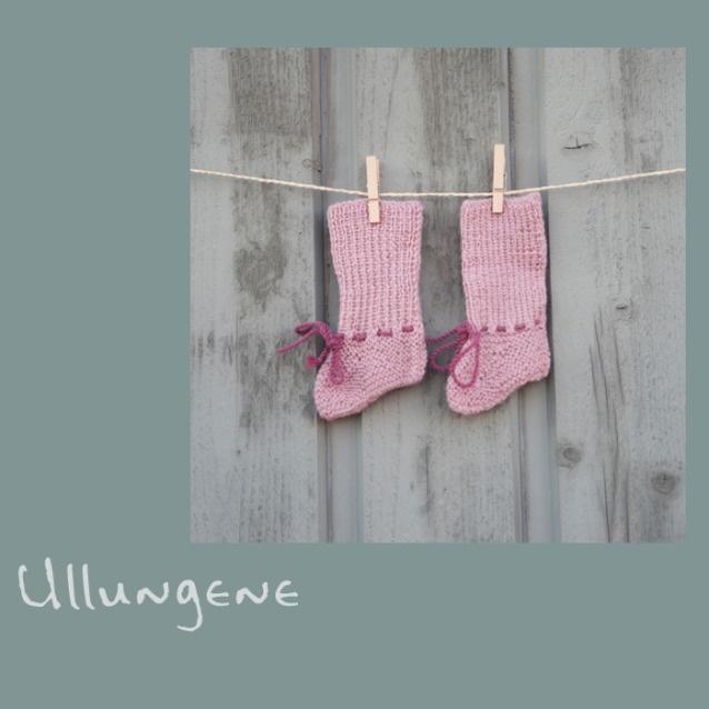 Prinsesserosa sokker håndstrikket i nydelig myk babyalpakka. Sokkene passer perfekt til babyer i alderen 0 til 3 mnd. Les gjerne mer om våre strikkere i Peru på www.ullungene.no