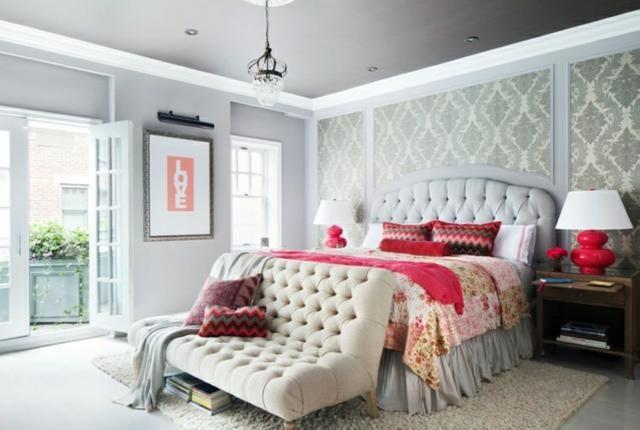 Superbe chambre design à la tête de lit capitonnée