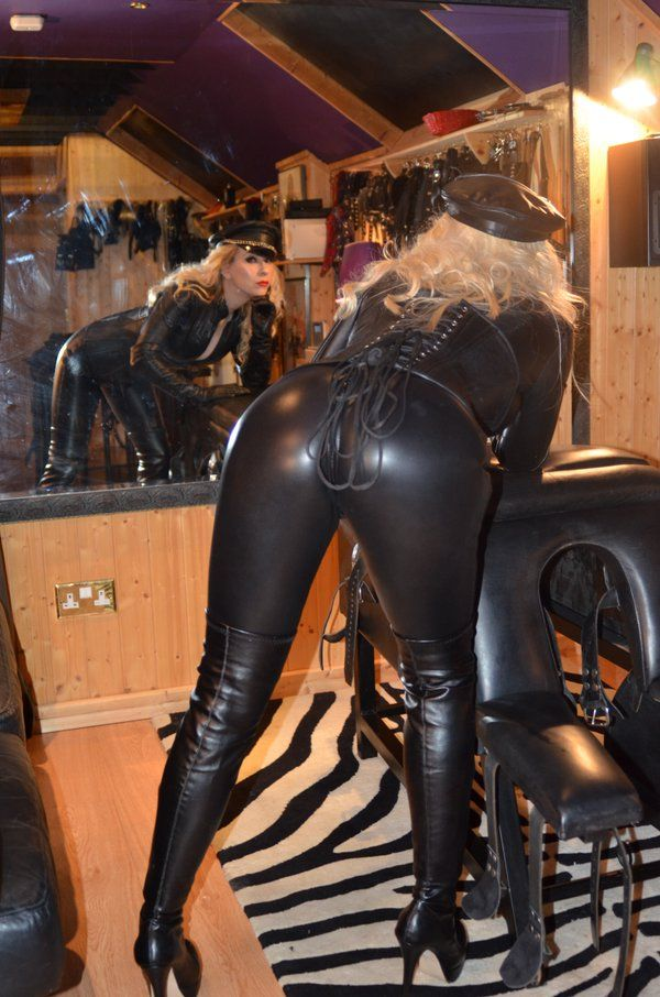 Mistress noir and mistress electra attack the testicles of andrea dipre - 1 3