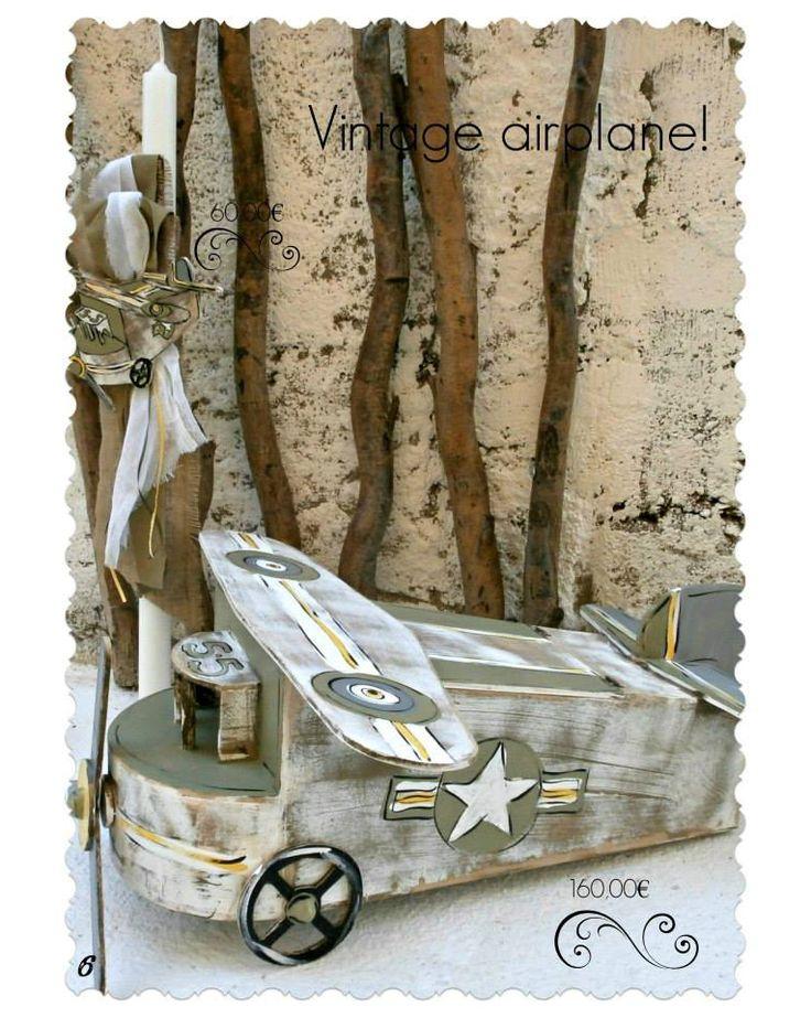 Πακέτο νονού με θέμα αεροπλάνο Vintage. Το πακέτο νονού περιλαμβάνει: Κουτί αεροπλάνο Διαστάσεις: 88Χ30Χ32 εκ (άνοιγμα φτερού 75 εκ ) Λαμπάδα ή κεροστάτη Σετ λαδόπανα ελληνικής ραφής (περιέχει: 2 πετσέτες, σεντόνι, σετ εσώρουχα, καπελάκι) / Σημειώστε στα σχόλια της παραγγελίας σας το