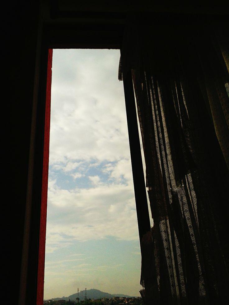 Siesta matutina. Nuevas ventanas. Sol tibio. Pereira, lunes.