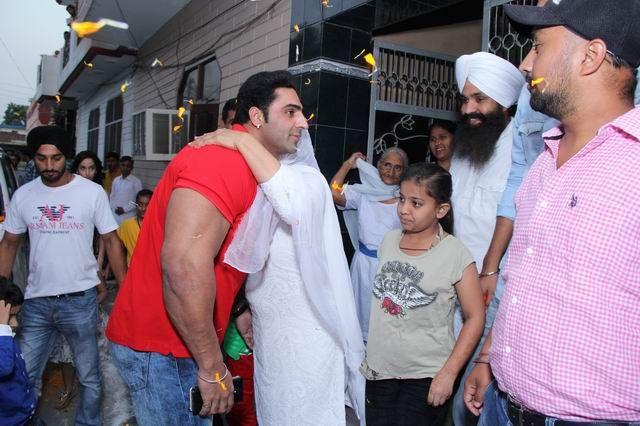 International body builder Varinder Singh Ghuman gets closer to his family