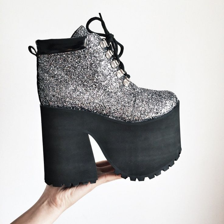 I'm not into glitter but this is doooope !