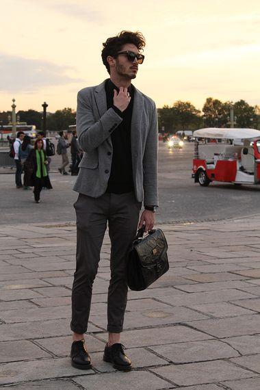 海外を中心とした男性のファッションスナップ集。カットソージャケット, サングラス, ジャケット, チノパン, ドレスシューズ, バッグ, 黒シャツを取り入れた着こなし・コーディネート | No:69477