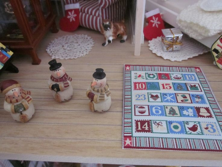 Sitting Room - The wooden snowmen were a lucky find - they came in a package of misc. items I purchased on eBay - and the cloth advent calendar was a free item I got with an order I made from the Dollshouse Emporium.