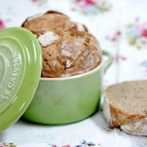 Knafritt grovbrød Knafritt brød er blitt veldig populært. Disse oppskriftene som nærmest garanterer luftige brød med sprø herlig skorpe. Lag et eltefritt grovbrød, og bli hekta.