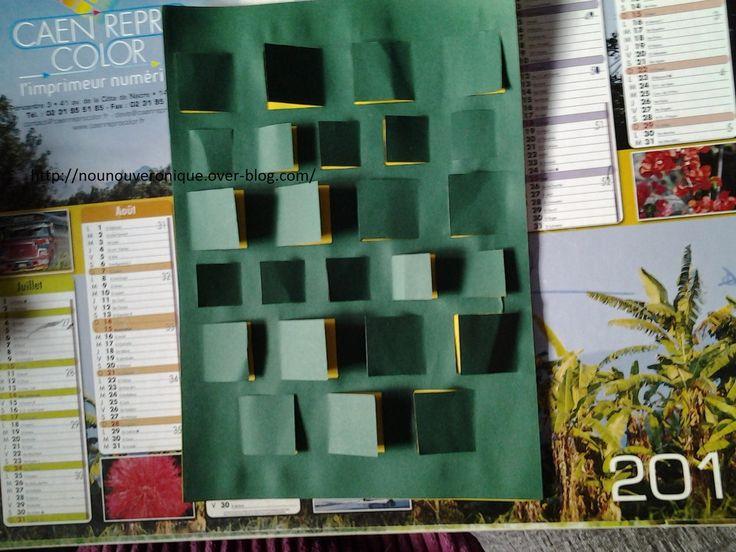 Comme les jumeaux sont trop petits pour les calendriers de l'avant au chocolat, je leurs en ai fabriquer un avec des jolies images. Merci à ma fille Freya de m'avoir aider pour ces calendriers.on découpe des fenêtres dans une feuille cartonnée, ensuite...