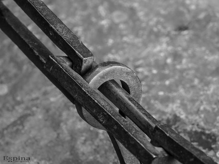 https://flic.kr/p/SJ9ZEh | Cadena | Es necesario romper, con la mirada dirigida al futuro, la cadena que nos tiene ligados al pasado, y marchar resueltamente. Giuseppe Mazzini