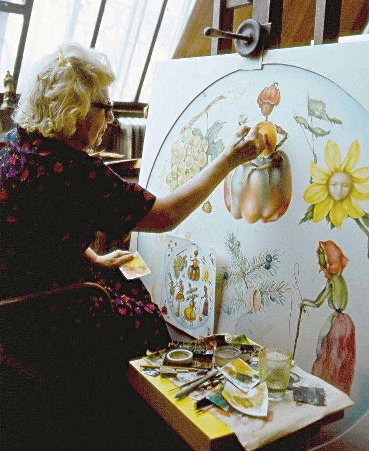 Ludmila Jiřincová maluje nástěnné panó pro mateřskou školu