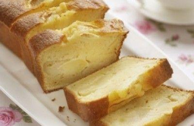 Yoghurtcake met appel  is een lekker recept en bevat de volgende ingrediënten: 140 g slaolie of zonnebloemolie, 200 g suiker, 4  eieren, 250 g yoghurt natuur, 250 g zelfrijzende bloem Imperial, 1  appel