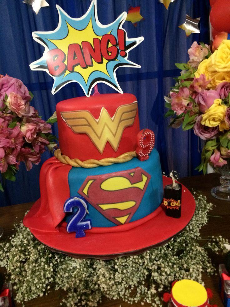 Bolo festa Mulher Maravilha é Super Man