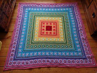#crochet, free pattern, Ravelry, granny square, throw, #haken, gratis patroon, deken, sprei, haakpatroon