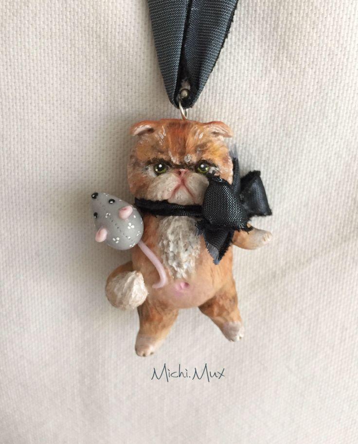 Gatto persiano arrabbiato, ciondolo in polymerclay, argento e seta. di MichiMuxArtStudio su Etsy https://www.etsy.com/it/listing/519664158/gatto-persiano-arrabbiato-ciondolo-in