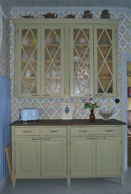 JUVIn täyspuinen keittiö vihreänä. - Solid wood kitchen by JUVI-Production Finland