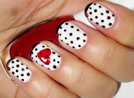 Heartsy polka dotted nails! Soooooo cute!
