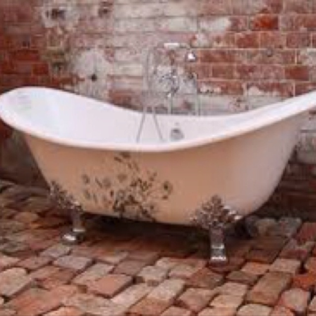 20 best images about clawfoot tub bathroom on pinterest how to paint katana and restored - Painting clawfoot tub exterior paint ...