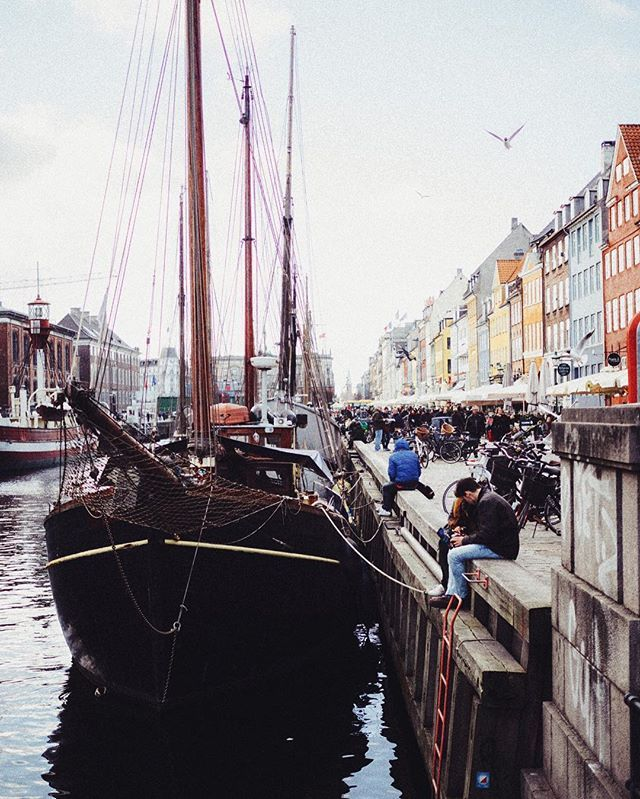 Nyhavn: translates to New Harbor and was built in the 1670's. Apropos canals, I am soon visiting Venice, Italy, and could use your help! What to see, where to eat, who to meet - perhaps you know a cool local instagrammer? Hear hear