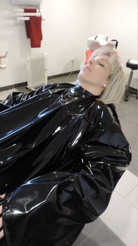 Blondine hat sex